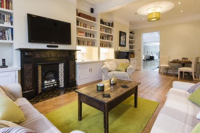 Thumbnail Terraced house to rent in Crescent Lane, London