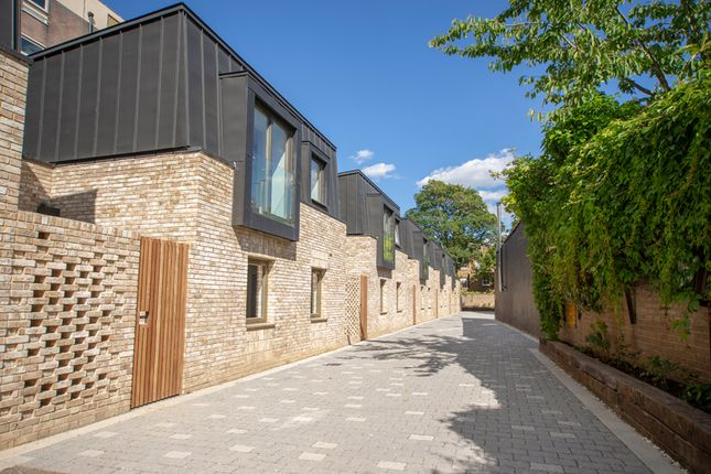 Thumbnail Mews house for sale in Ockenden Road, Islington