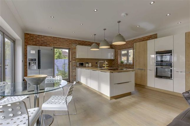 Thumbnail Property for sale in Yew Tree Close, Winchmore Hill, London