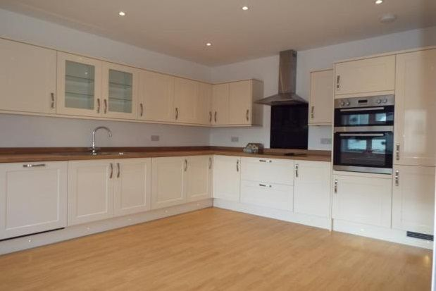 2 bed property to rent in Old Way, Frinton-On-Sea