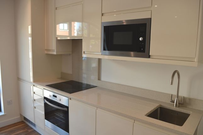 Thumbnail Flat to rent in Corner Hall, Hemel Hempstead