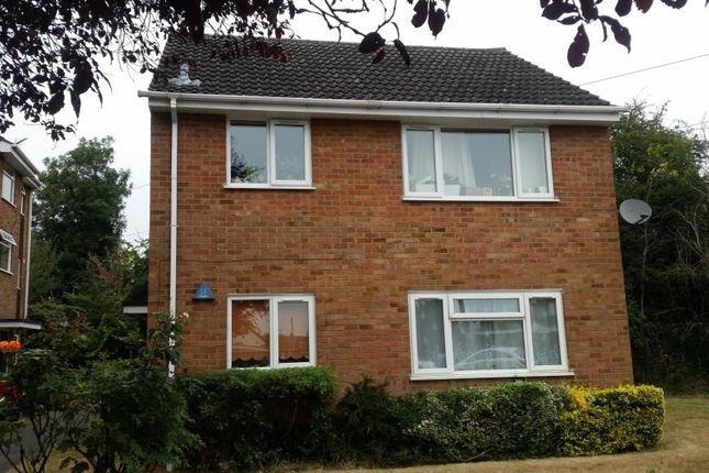 Thumbnail Flat to rent in Brook Crescent, Burnham, Slough