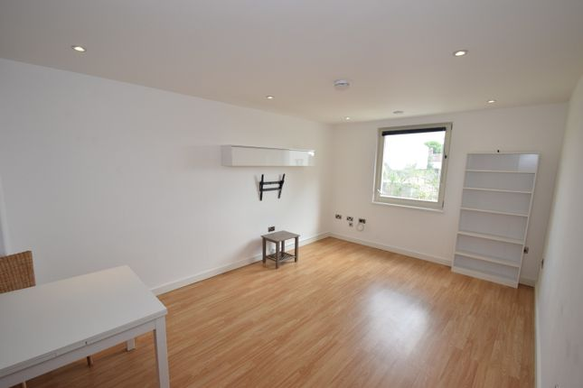 Thumbnail Flat for sale in Garden Road, Richmond