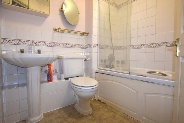 Bathroom/W.c.: of Burns Avenue, Chadwell Heath, Romford RM6