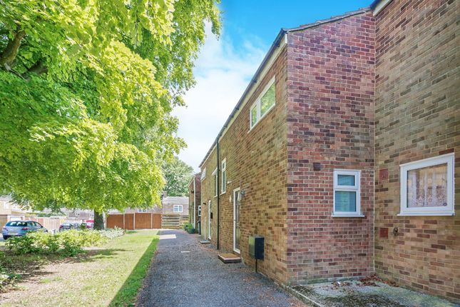 3 bed terraced house for sale in Lilac Way, Basingstoke