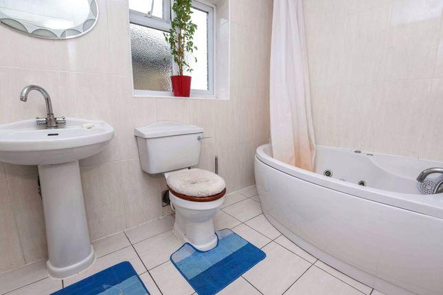 Bathroom of Clayhall Avenue, Ilford IG5
