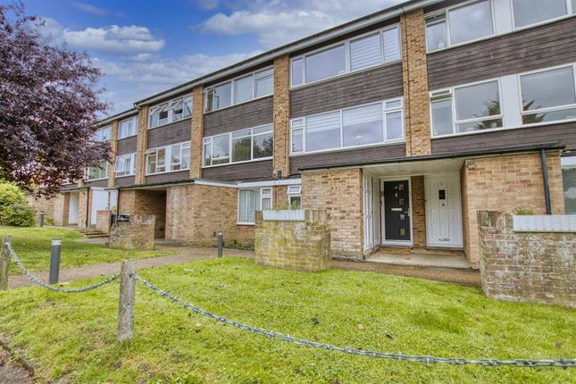 Thumbnail Maisonette to rent in Ashdown Drive, Borehamwood