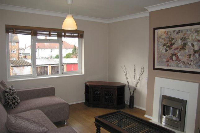 Thumbnail Flat to rent in Bath Road, Chadwell Heath, Romford