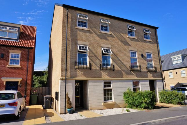 Thumbnail Town house to rent in Dealtry Close, Leeds