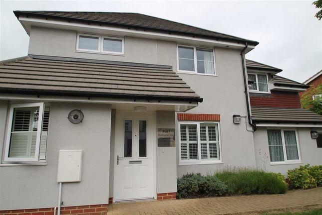 Thumbnail Flat to rent in Reddown Road, Coulsdon