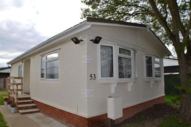 Thumbnail Mobile/park home for sale in Mere Oak Park, Three Mile Cross, Reading