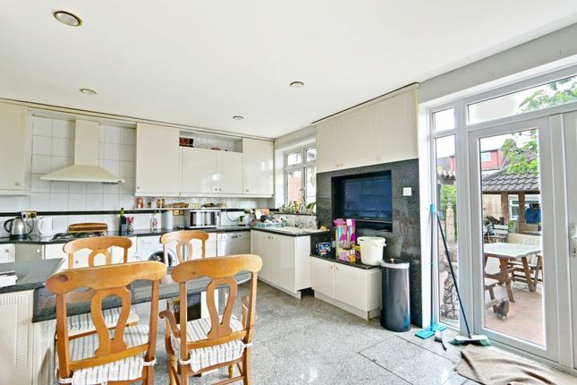 ... Kitchen/Diner Of Berkshire Gardens, Palmers Green N13 ...
