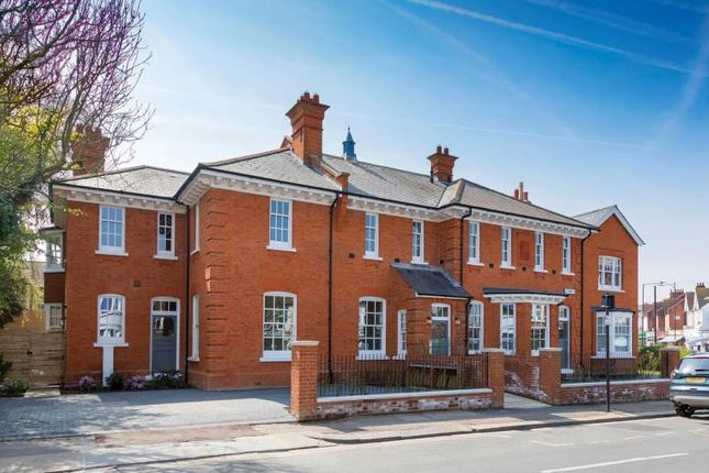 Thumbnail Flat to rent in 57 Claremont Road, Westcliff, Westcliff, Essex