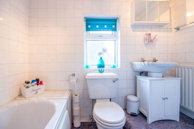Bathroom 1 of Hemlock Avenue, Long Eaton, Nottingham NG10