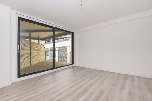 Thumbnail Flat to rent in Town Centre, Bicester