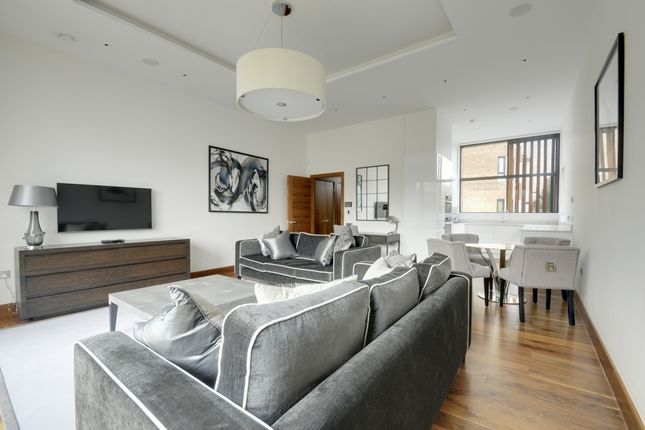 Thumbnail Terraced house to rent in Mews House, Kew Bridge Court, Chiswick