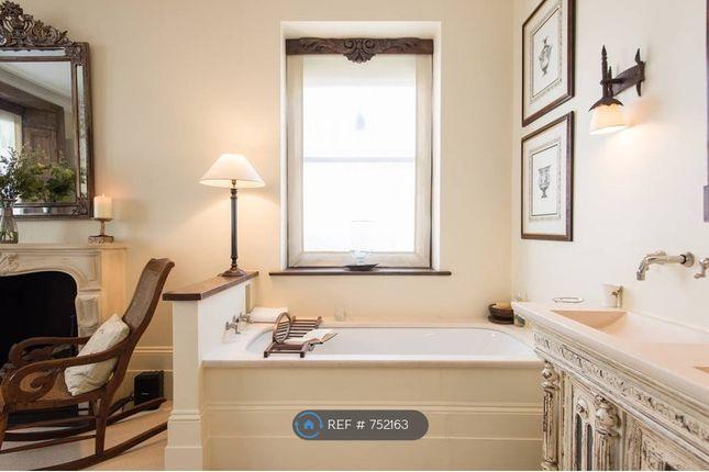 Master Bedroom With Open Plan Bathroom