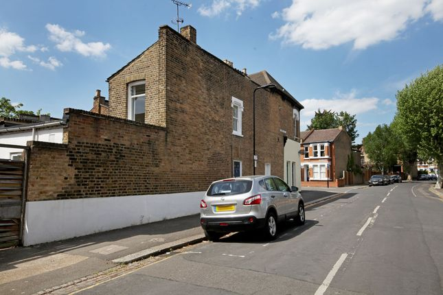 Thumbnail Flat for sale in Barclay Road, Leytonstone