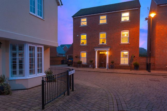Thumbnail Property for sale in Felstead Crescent, Stansted