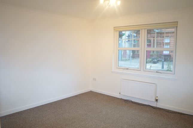 2 bed flat to rent in High Street, Cowdenbeath, Fife KY4