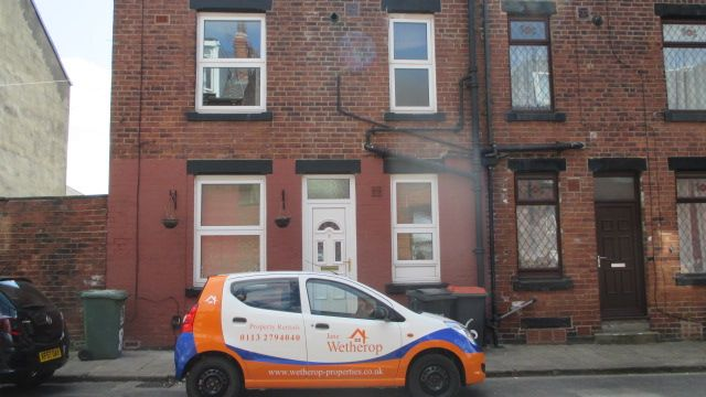 Thumbnail Property to rent in Thornton Grove, Armley, Leeds
