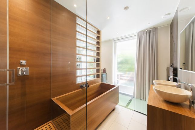 Master Bath of Elvaston Mews, London SW7