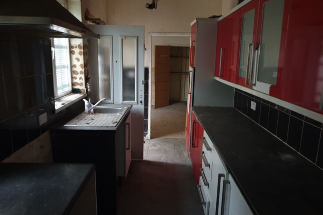 19 Hollowgate, Rotherham, South Yorkshire, S60 2Le  (6)