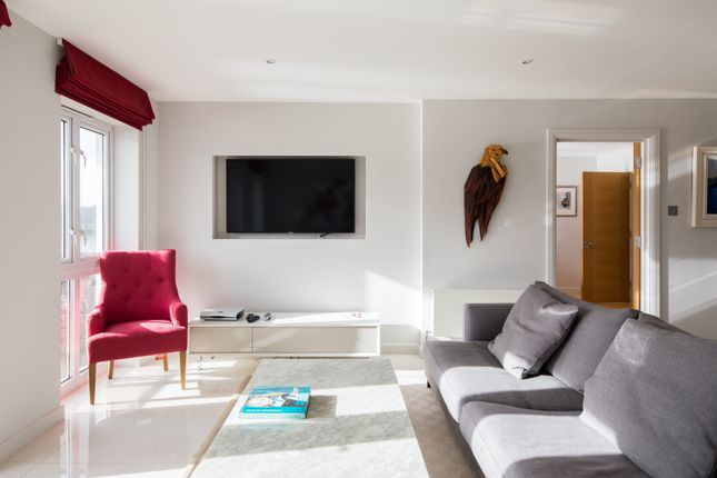 Thumbnail Flat to rent in Carnwath Road, London