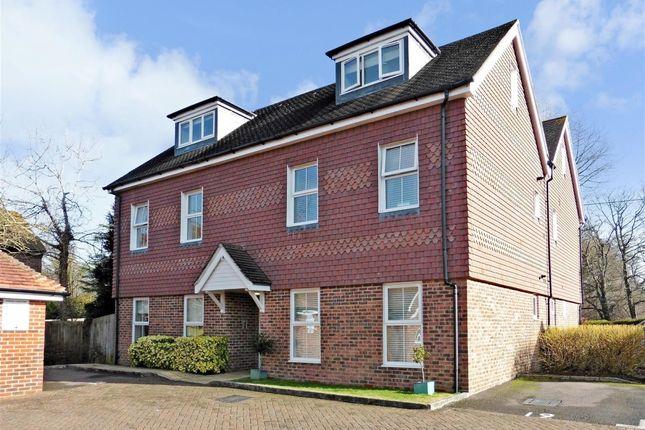 Thumbnail Flat to rent in Linfield Lane, Ashington, Pulborough