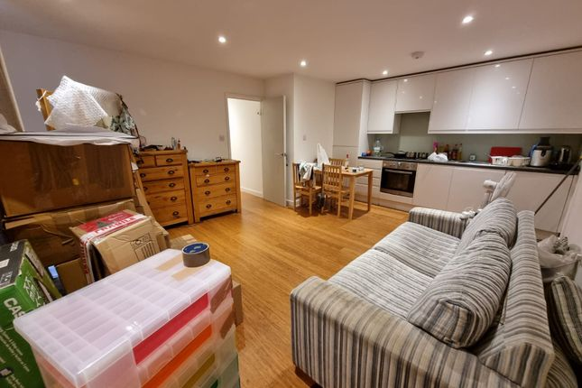 Thumbnail Flat to rent in Watling Avenue, Edgware, Middlesex