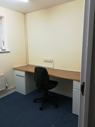 Serviced office to let in South Street, Lancing