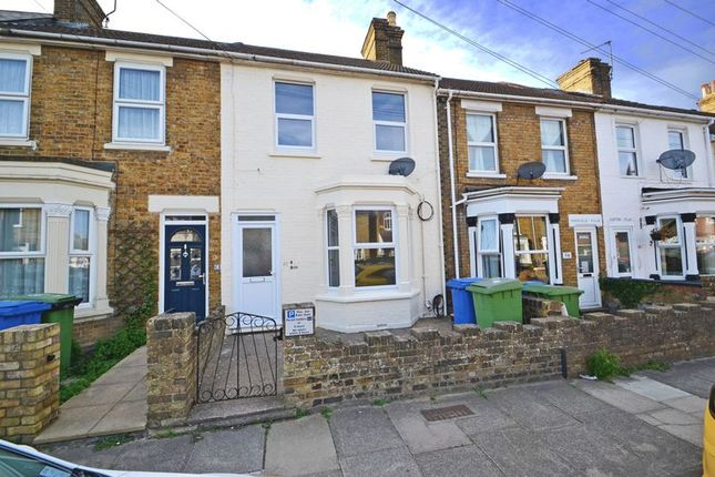 Thumbnail Flat to rent in Rock Road, Sittingbourne