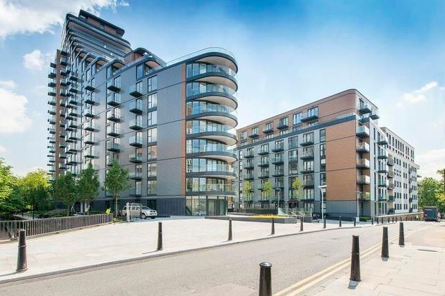 2 bed shared accommodation to rent in Park Vista Tower, Wapping, London E1W
