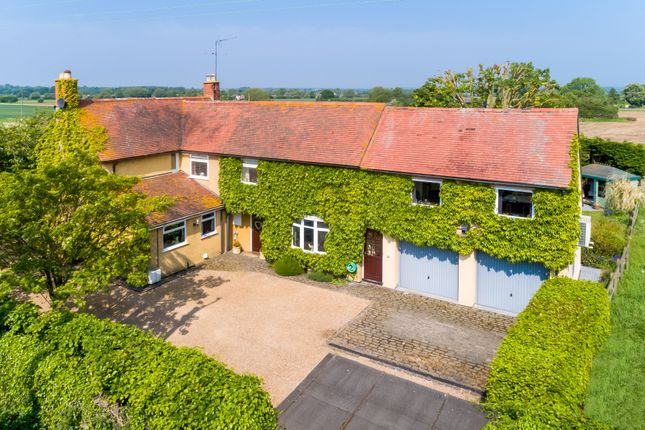 Thumbnail Detached house for sale in Stratford Road, Mickleton