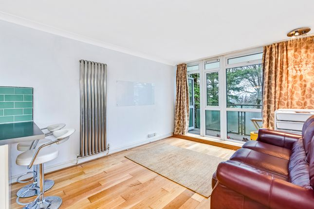 Thumbnail Flat to rent in Winterfold Close, Southfields