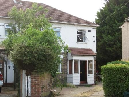 Thumbnail Semi-detached house to rent in Poplar Avenue, Tooting Borders