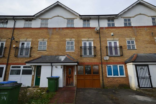Thumbnail Detached house for sale in Lakeside Avenue, London