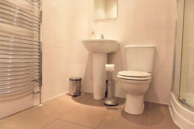 Bathroom of Tannadice Street, Dundee DD3