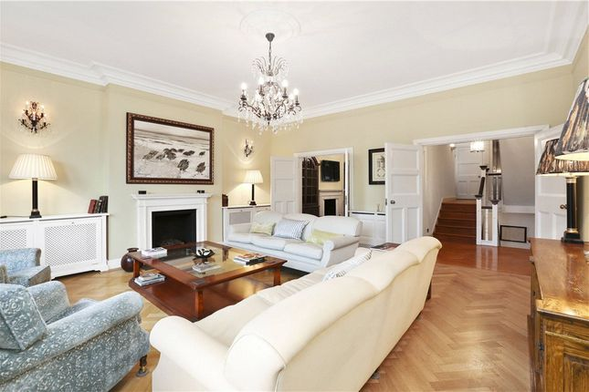 Thumbnail Terraced house to rent in Cheyne Place, Royal Hospital Road, London