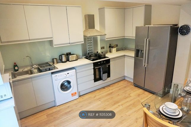 Room to rent in Market Street, Stalybridge SK15