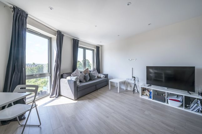 Thumbnail Flat to rent in Friern Barnet Road, London