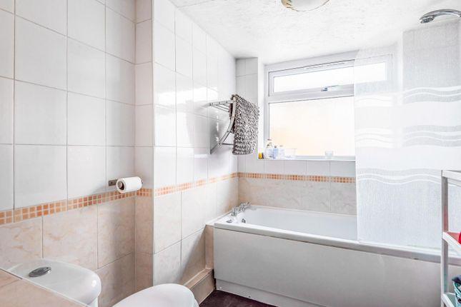 Bathroom of Belmont Road, Reading RG30