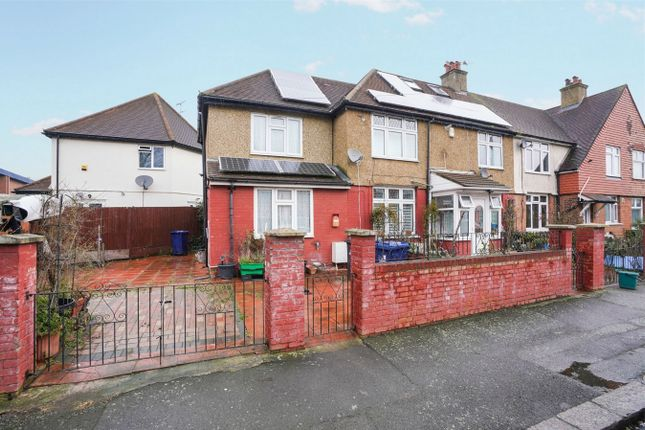 Thumbnail Detached house to rent in Sycamore Avenue, London