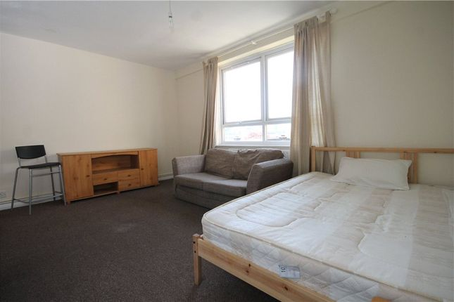 Studio to rent in Altyre Road, Croydon