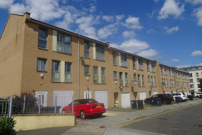 Thumbnail Town house to rent in Cameron Crescent, Burnt Oak, Edgware