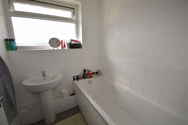 Bathroom of Thirlmere Place, Knottingley WF11