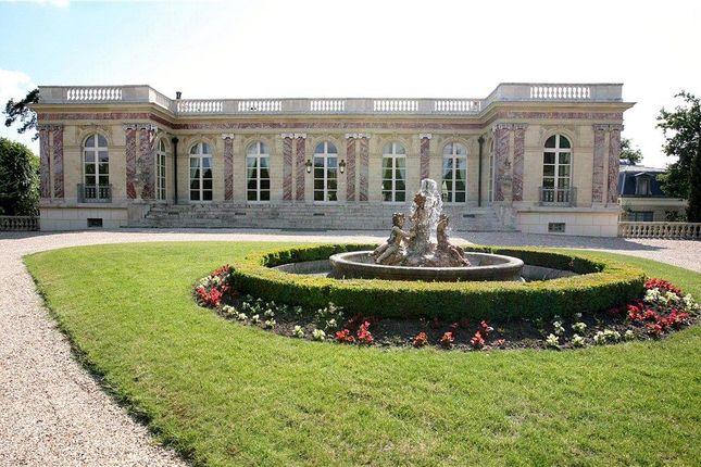 Villa for sale in Ibis Parc Of The Vesinet, Paris, Ile De France, France