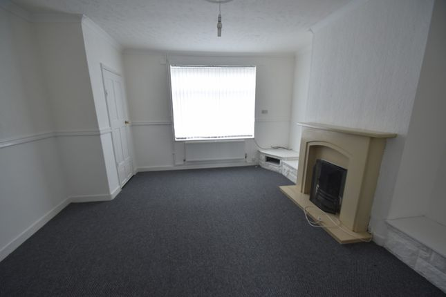 Thumbnail Semi-detached house to rent in Sinclair Avenue, Widnes