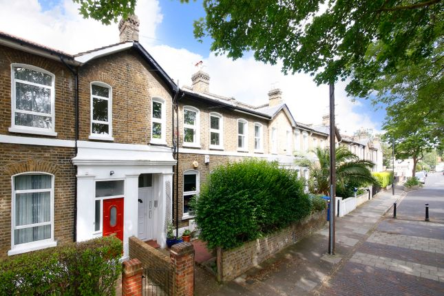 Thumbnail Flat for sale in Kings Grove, London