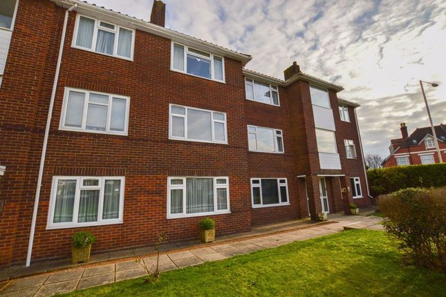 2 bed flat to rent in Bedfordwell Road, Eastbourne BN22